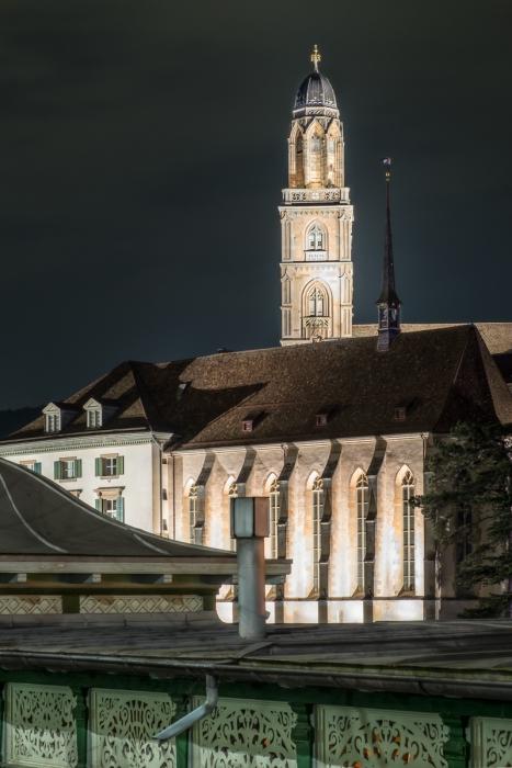 Wasserkirche vor Grossmünster