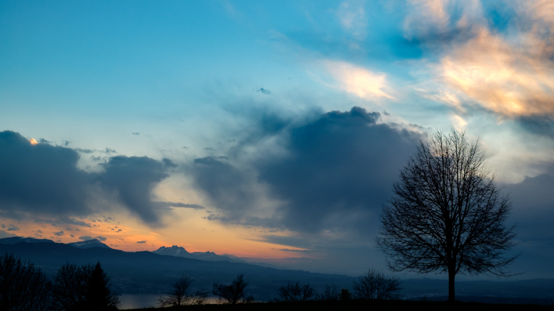 Landschaft und Himmel